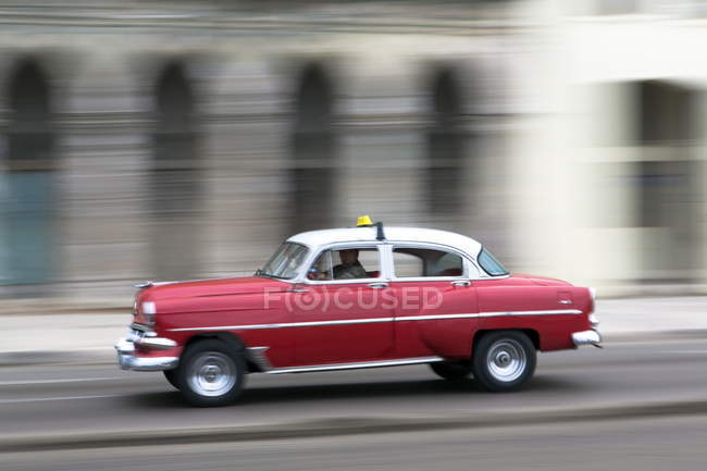 Blurred shot of vintage american car — Stock Photo