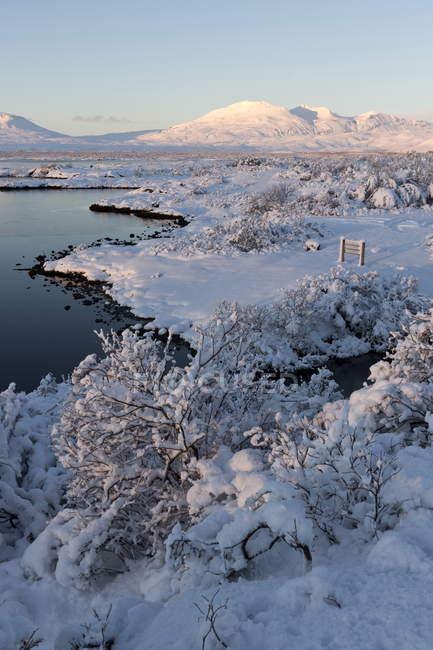 Наблюдая вид Pingvallavatn озеро — стоковое фото