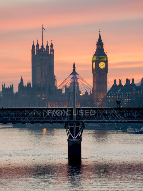 Біг-Бен з Велика мосту на заході сонця — стокове фото