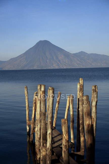 Vue du lac Atitlan et volcan — Photo de stock