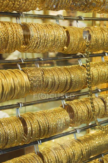 Pulseiras de ouro em Gold Souk — Fotografia de Stock