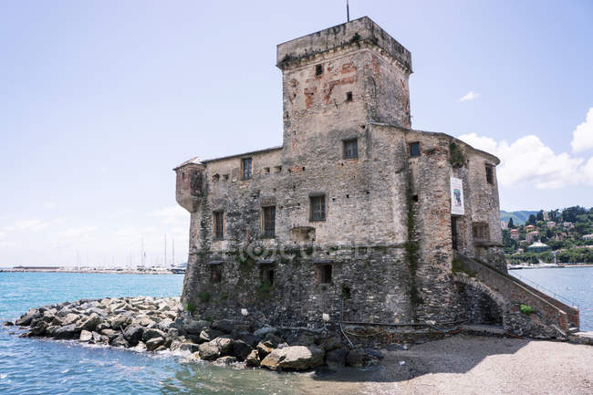 Castle overlooking bay — Stock Photo