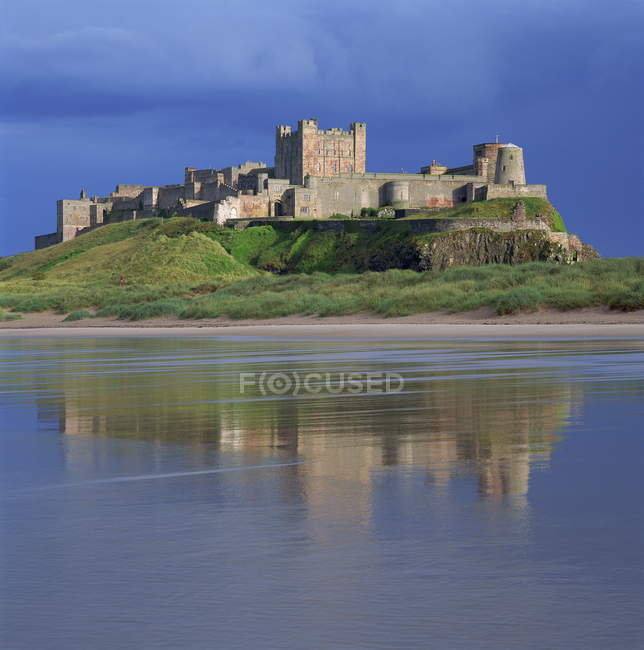 Bamburgh Castle on hill — Stock Photo