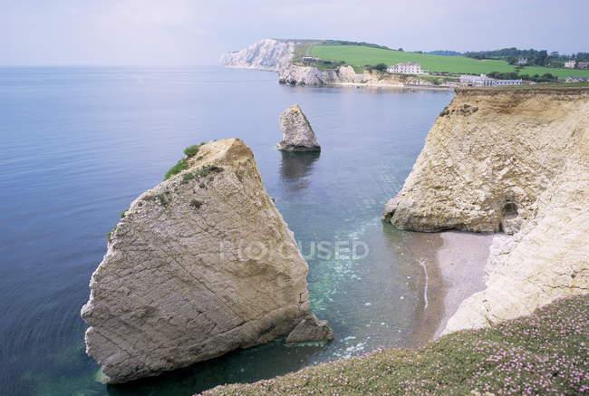 Прісноводних бухти з скель і величезних каменів у воді — стокове фото
