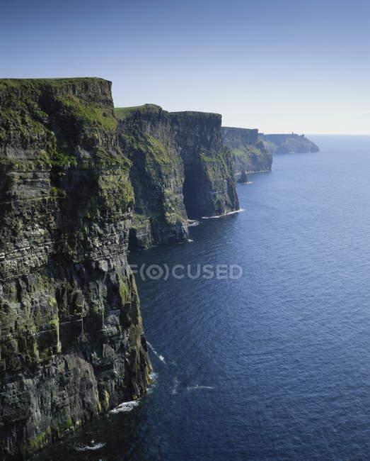Берегу моря скалы — стоковое фото