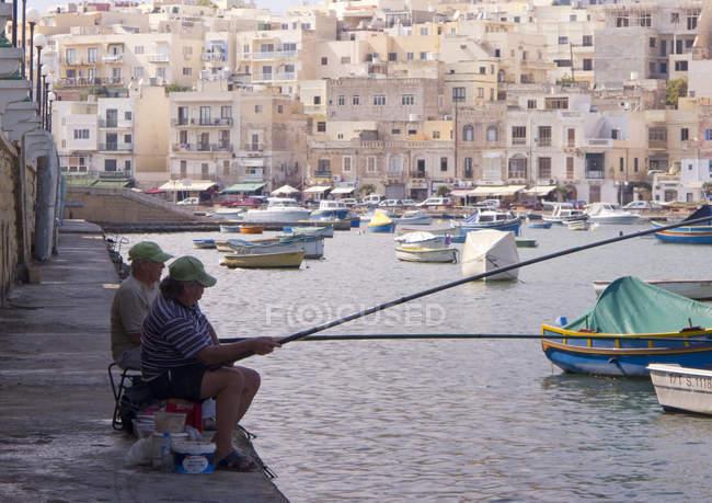 Zwei Männer angeln — Stockfoto