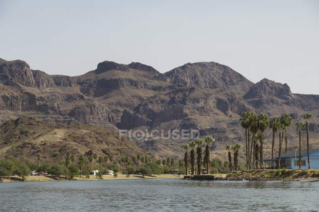 Colorado River dividing California and Arizona — Stock Photo