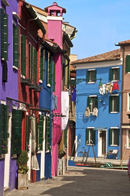 Rue avec lavage séchage à windows — Photo de stock