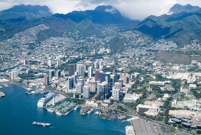 Aerial view of Honolulu and Waikiki — Stock Photo