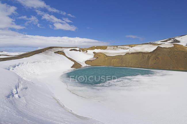Cobertas de neve congelado Viti cratera — Fotografia de Stock