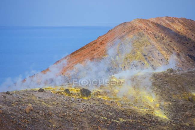 Sulphur and fumarole smoke on volcano — Stock Photo