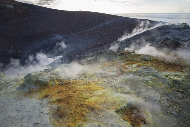 Sulphur and fumarole smoke on volcano crater — Stock Photo