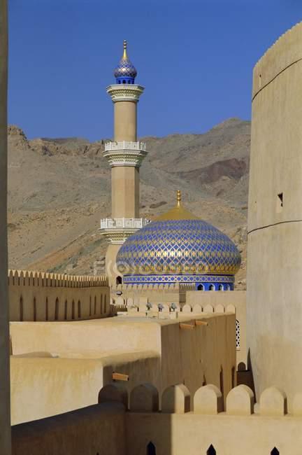 Ver em mesquita e torre — Fotografia de Stock