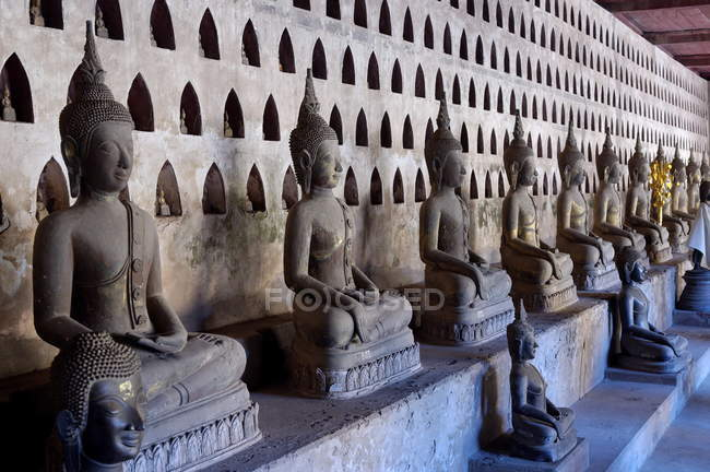 Buddha statues in cloister — Stock Photo