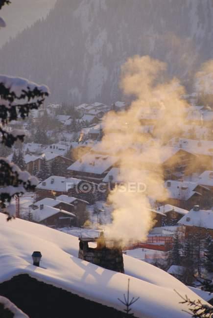Schnee bedeckte Dächer — Stockfoto