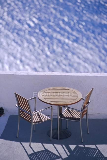 Café-Tisch und Stühle — Stockfoto