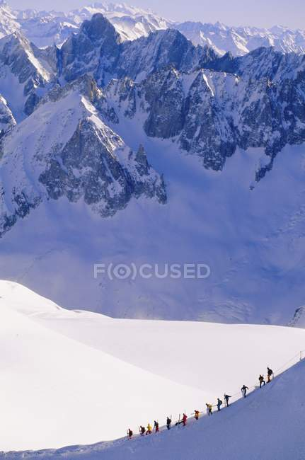 Pessoas em inclinação Vallee Blanche — Fotografia de Stock