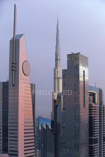 Наблюдая видом на горизонт Дубая и Бурдж-Халифа — стоковое фото