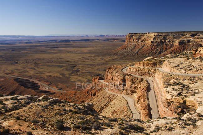 Шпилька поворотах ведуть вниз до Долина богів — стокове фото