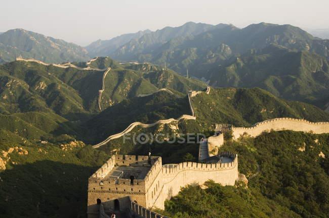 Велика Китайська стіна в осінні кольори — стокове фото