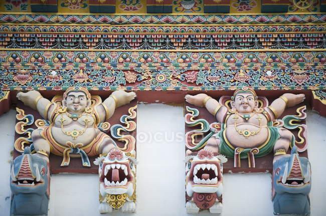 Figure dipinte su Gangtey Gompa monastero — Foto stock
