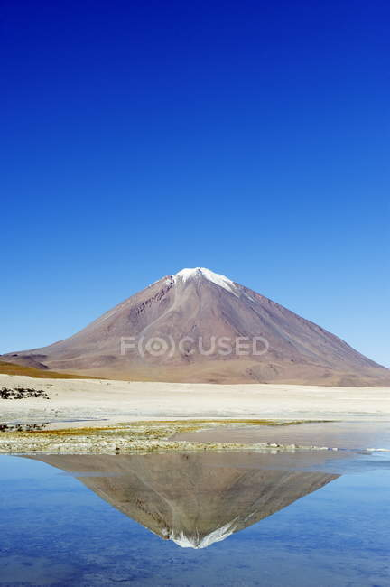 Вид на вулкан Ліканкабур — стокове фото