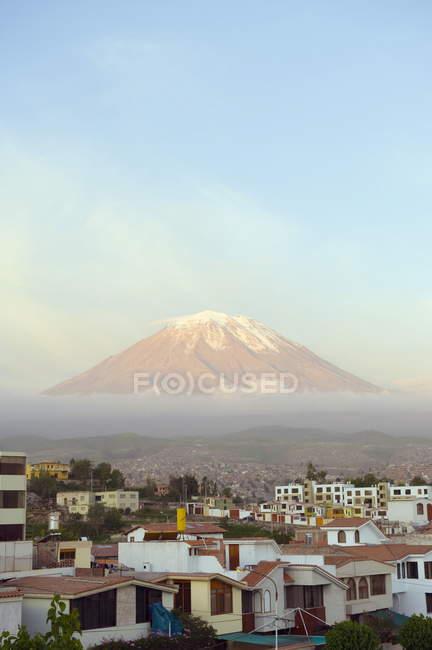 Osservando la vista del vulcano El Misti — Foto stock