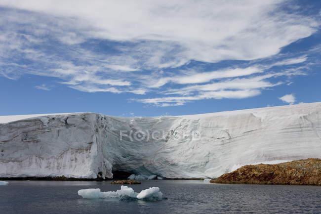 Gletscher in der Nähe von Forschungsstation Vernadsky — Stockfoto