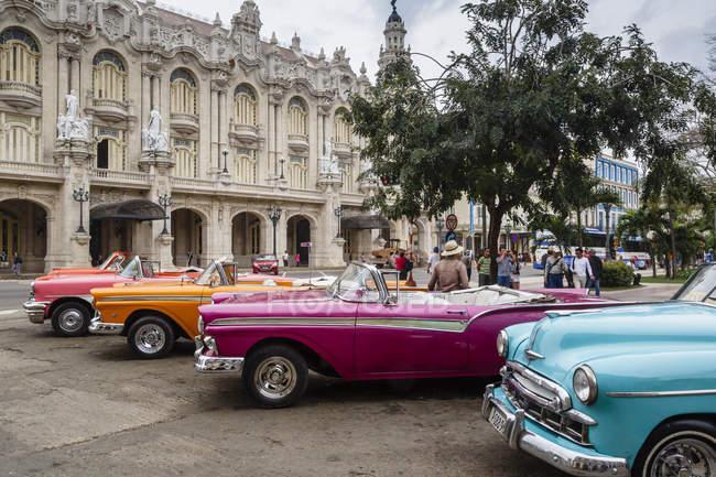 Старинные американские автомобили, Гавана — стоковое фото