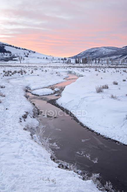 Сода Бьютт Крик на рассвете с снег — стоковое фото