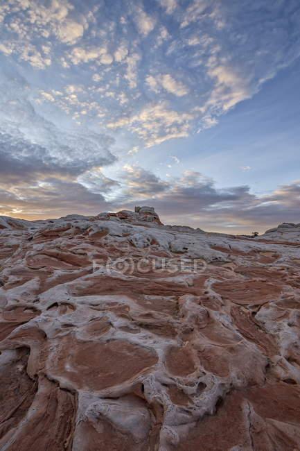 Хмари у світанку над лосося і білої Пісковик — стокове фото