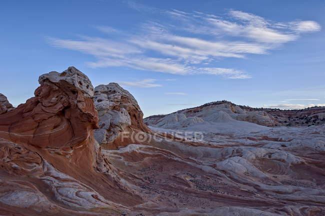 Хмари над білим і лосось пісковики — стокове фото
