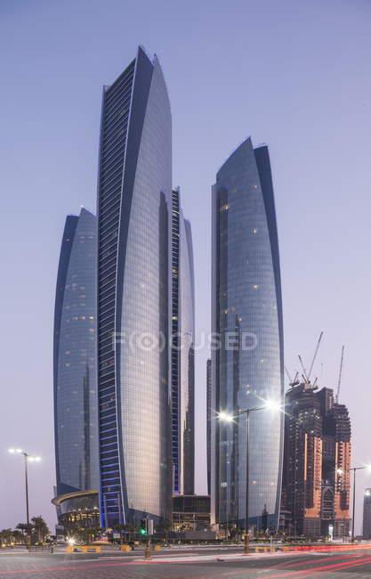 Авиакомпания Etihad Towers, Абу-Даби — стоковое фото
