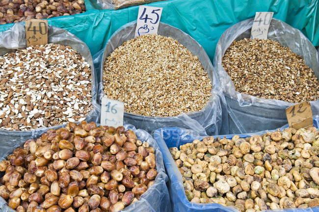 Frutos secos para la venta - foto de stock