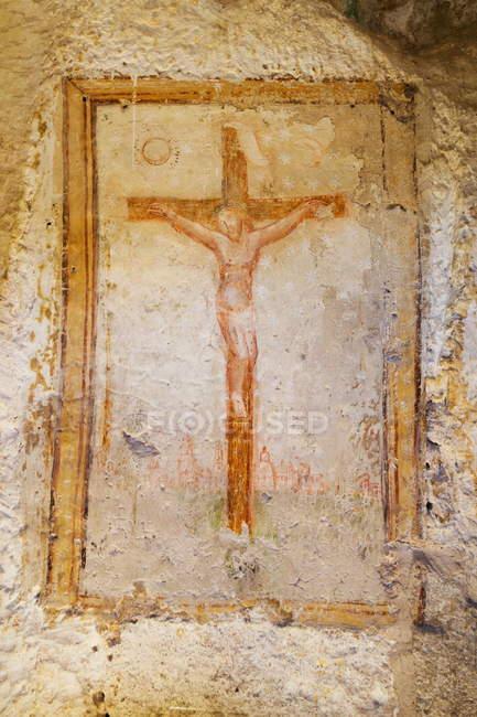 Fresco de crucifijo en la iglesia de la cueva - foto de stock