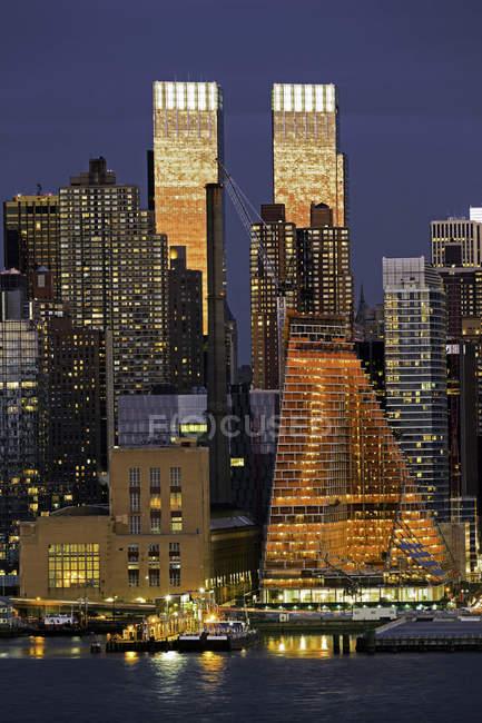 Центрі Манхеттена, через річку Гудзон — стокове фото