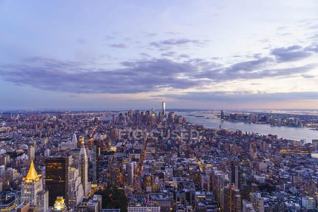 Skyline looking Lower Manhattan at sunset — Stock Photo