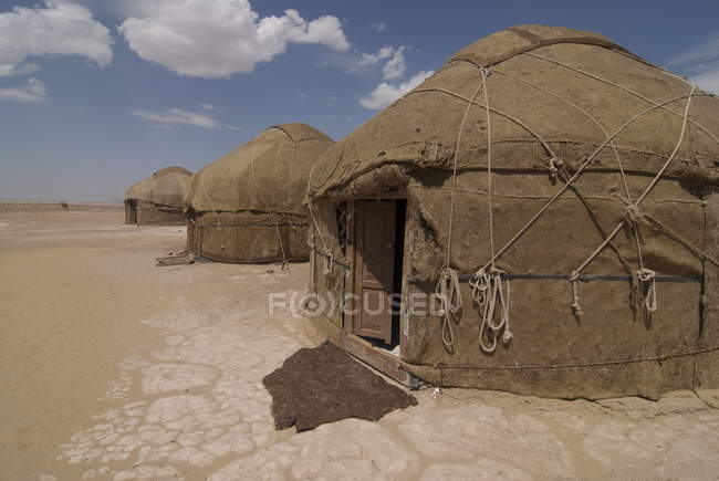 Traditional yurts in Kyrgyzyl desert — Stock Photo