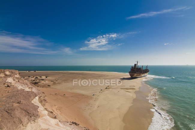 Gestrandetes Schiff am Strand von Cap Blanc — Stockfoto