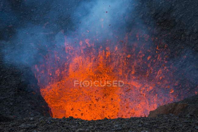 Erupção de lava ativo — Fotografia de Stock