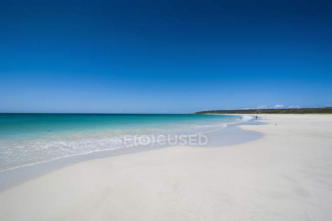 White sand beach and turquoise waters — Stock Photo