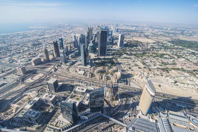 Дубай от Бурдж-Халифа — стоковое фото