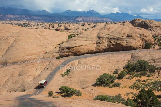 Auto fahren auf Slickrock trail — Stockfoto