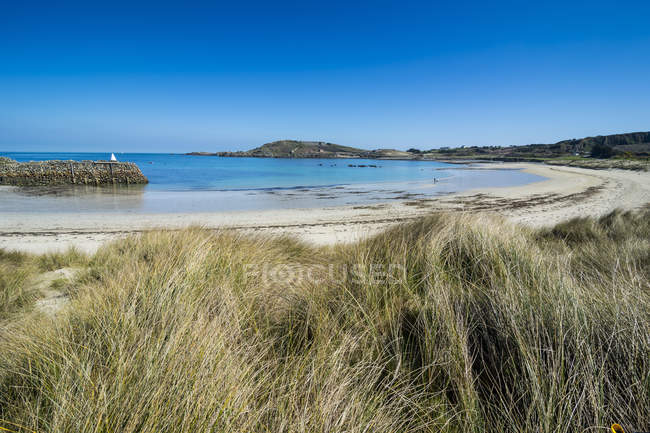 Osservando la vista di Braye Bay shore — Foto stock
