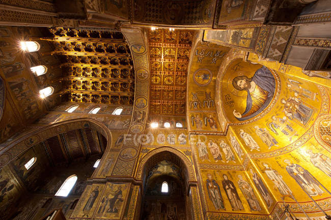 Собор Санта Мария Нуова — стоковое фото