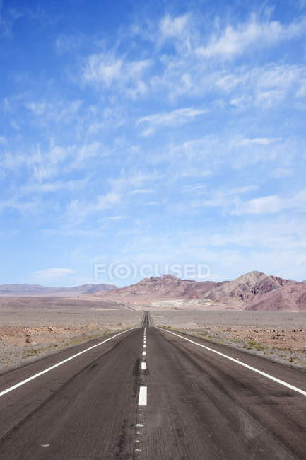 Open road paved highway without traffic — Stock Photo