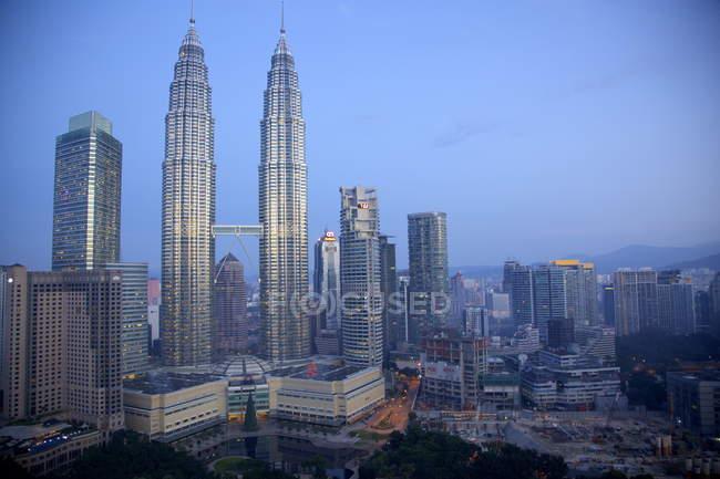 Las Torres Petronas al amanecer - foto de stock