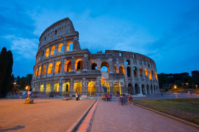 Colosseo e persone in movimento — Foto stock