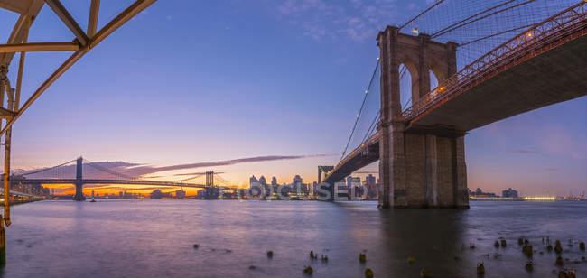 Pont de Brooklyn et manhattan bridge — Photo de stock