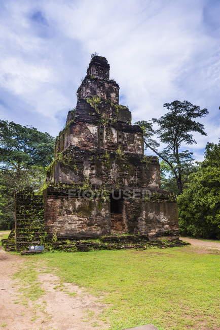 Satmahal Prasada dans le Quadrangle de Polonnaruwa — Photo de stock